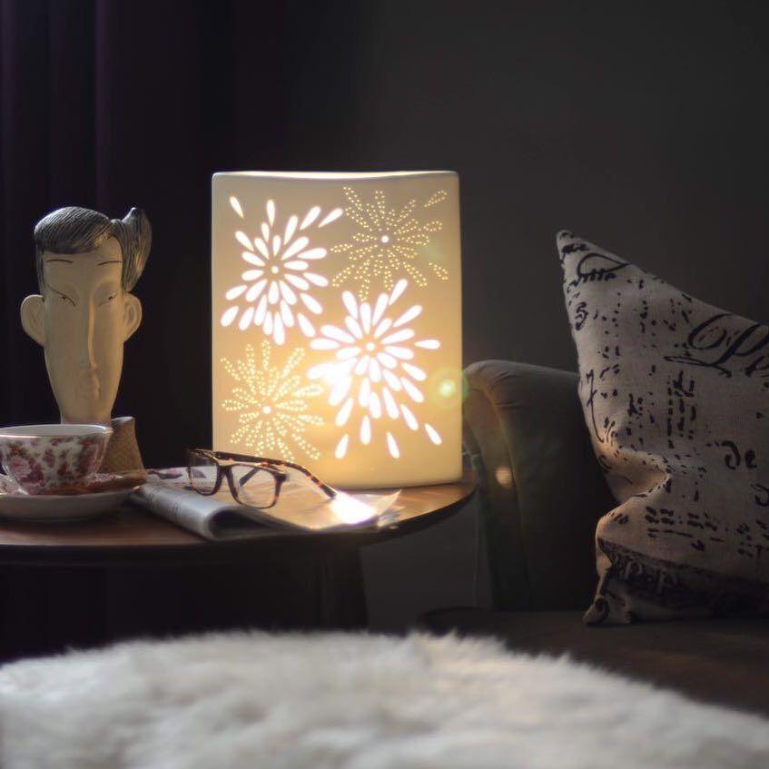 ادفئي منزلك بالإضاءة المصنعة من البورسلان بتصميم حديث تليق بمنزلك الارتفاع 28 5 سم عرض 23 سم بسعر 75 ريال Novelty Lamp Paper Lamp Table Lamp
