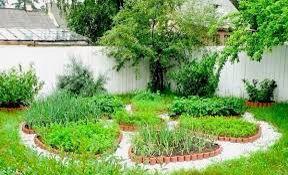 Circular garden bed