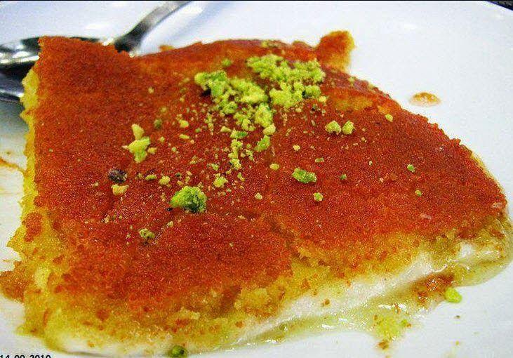 كنافة نابلسية المقادير 2 كوب جبن عكاوي 1 2 كوب سمن ساخن 1 2 ملعقة صغيرة لون أحمر ألوان صناعية م Yummy Food Food Arabic Food