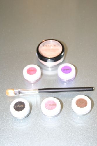 '5 Lanmei Eye Shadows, Demure Finishing Powder & Brush' is going up for auction at 11am Wed, Aug 21 with a starting bid of $6.