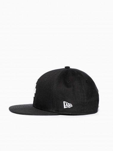 9c2e1e03019 Cross white 9fifty snapback from the F W2014-15 Marcelo Burlon County of Milan  collection in black.