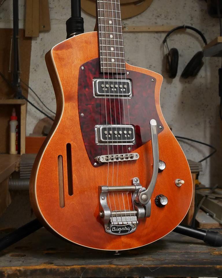 Nouvelle Louisiane Corps Et Manche Acajou Table Erable Touche Palissandre Micros T Armond Tv Jones Bigsby Finition Pat With Images Guitar Guitar Design Acoustic Guitar