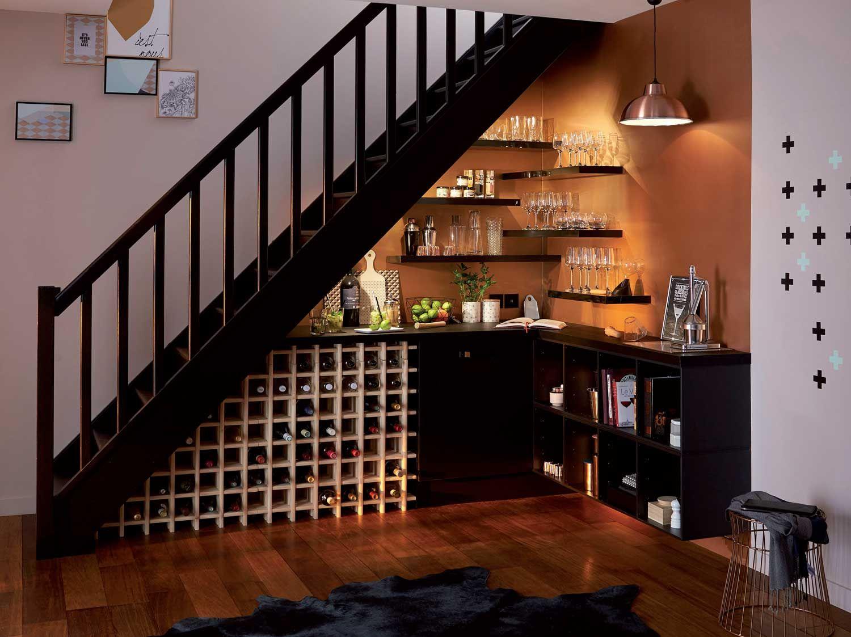 Comment Realiser Un Bar A Cocktail Sous Votre Escalier Bar Sous Escaliers Etageres Sous Escalier Amenagement Sous Escalier