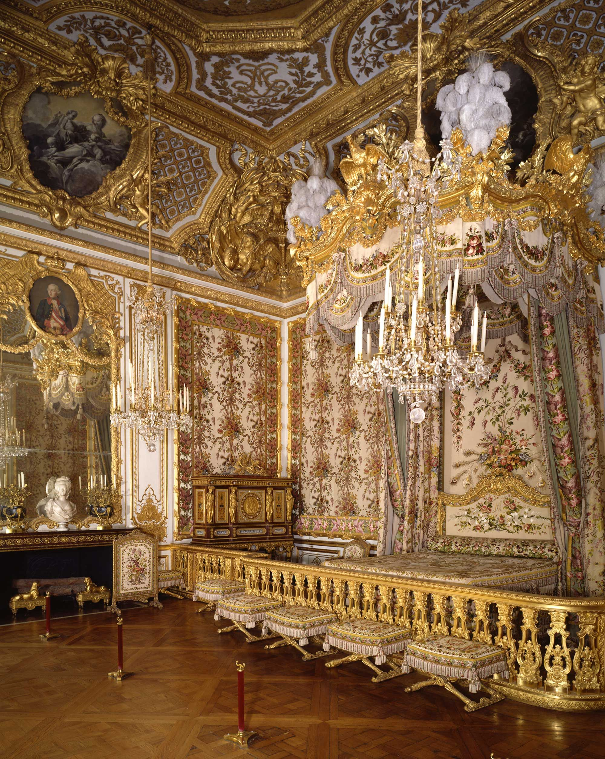 Enjoyable The Bedchamber Of Marie Antoinette Restored Versailles Home Interior And Landscaping Palasignezvosmurscom
