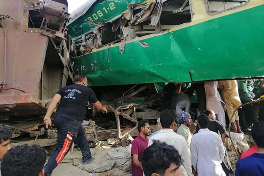 In Lahore, Sadiqabad, Akbar Express collided with the