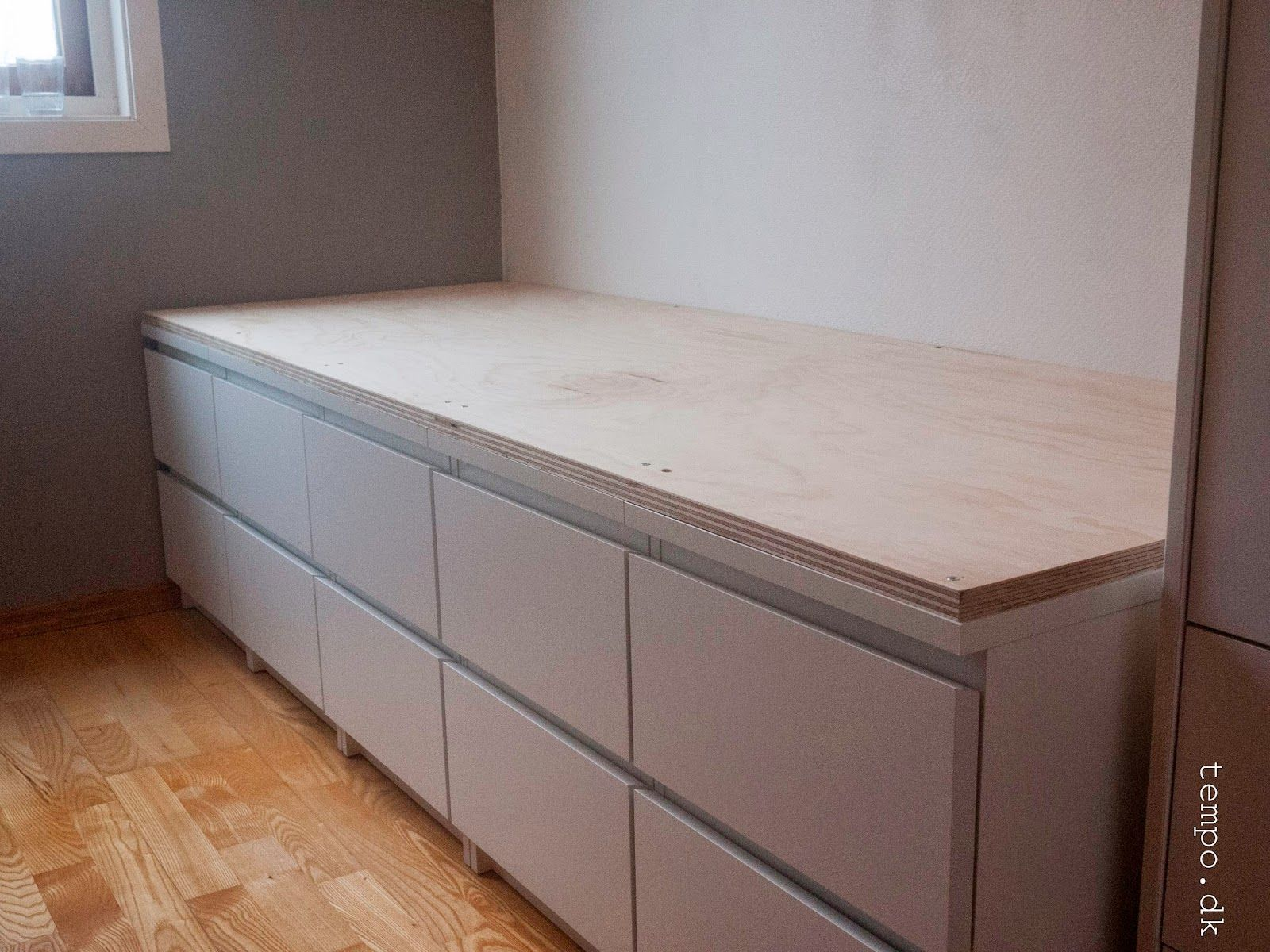 malm kommode bed google s gning diy bett kommode. Black Bedroom Furniture Sets. Home Design Ideas