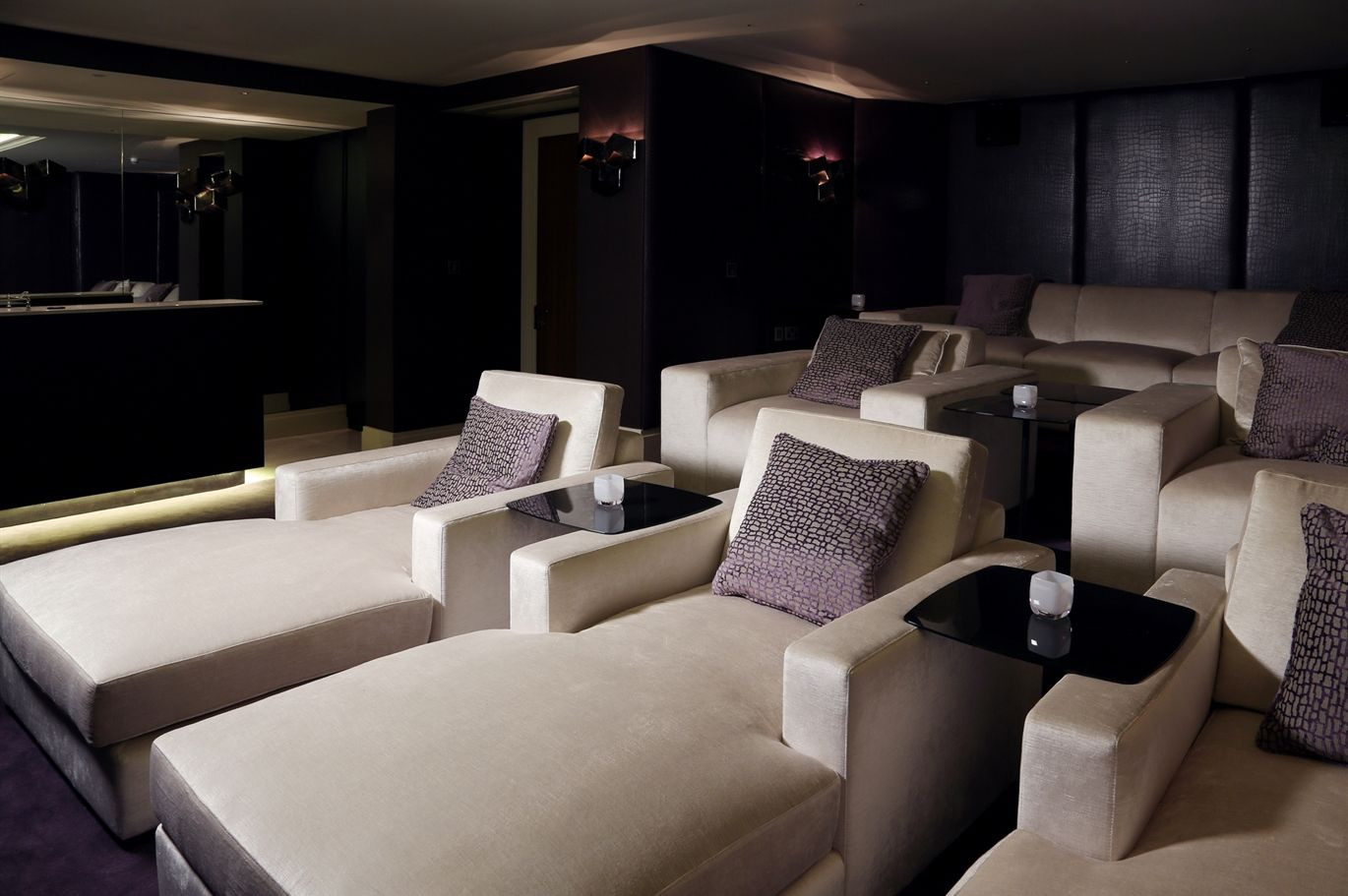 Theatre room sofa home theater room furniture decorating for Theatre room furniture