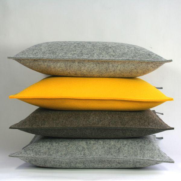 filzkissen 40x40 gelb couchkissen sofakissen filz von tuchmacherin handgewebtes design filz. Black Bedroom Furniture Sets. Home Design Ideas