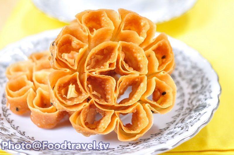 Crispy Lotus Blossom Cookie ขนมดอกจอก (Kanom Dok Jok) (มี