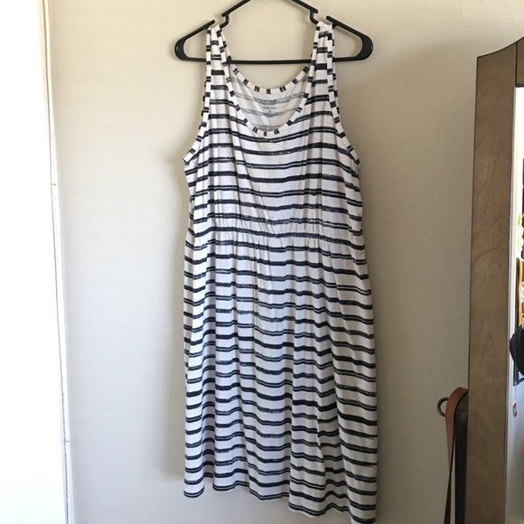 Sonoma everyday dress Good condition. Has lots of stretch. Goes to about a little above the knee for me (I'm 5'3) Sonoma Dresses Midi