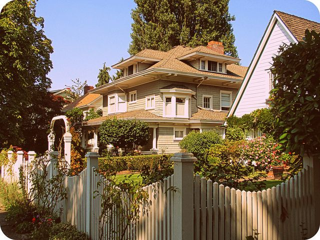 Super Pretty Cottage Picket Fence Flowers Cottage Style Fences Home Interior And Landscaping Ferensignezvosmurscom