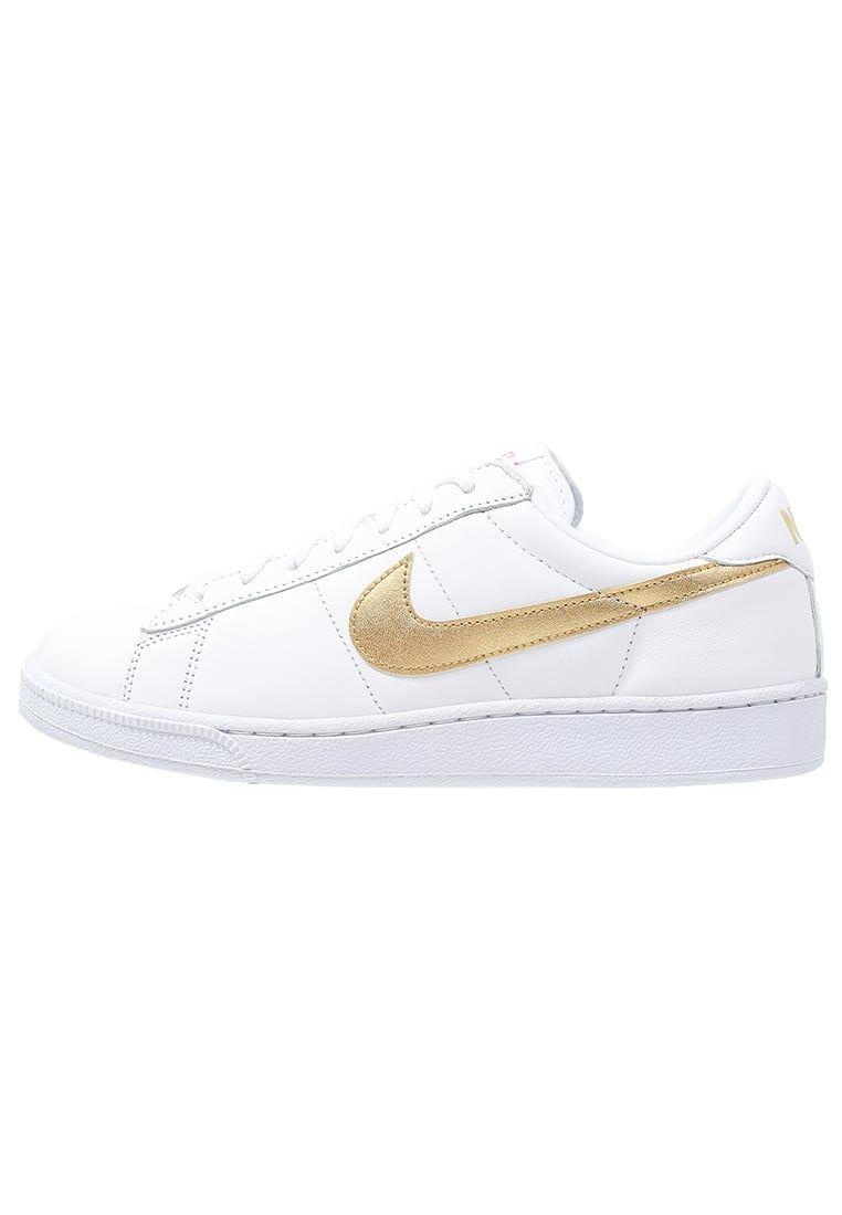 Lage sneakers Nike Sportswear TENNIS CLASSIC - Sneakers laag - white/metallic  gold/desert