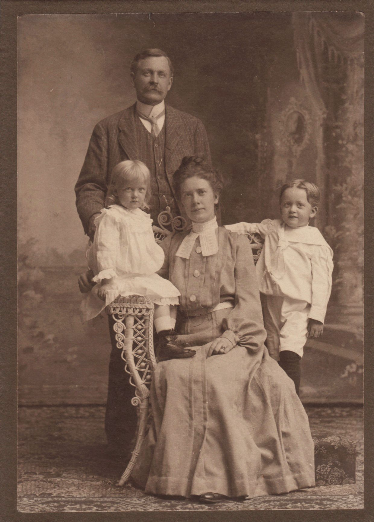 a family portrait from the victorian era victorian photos