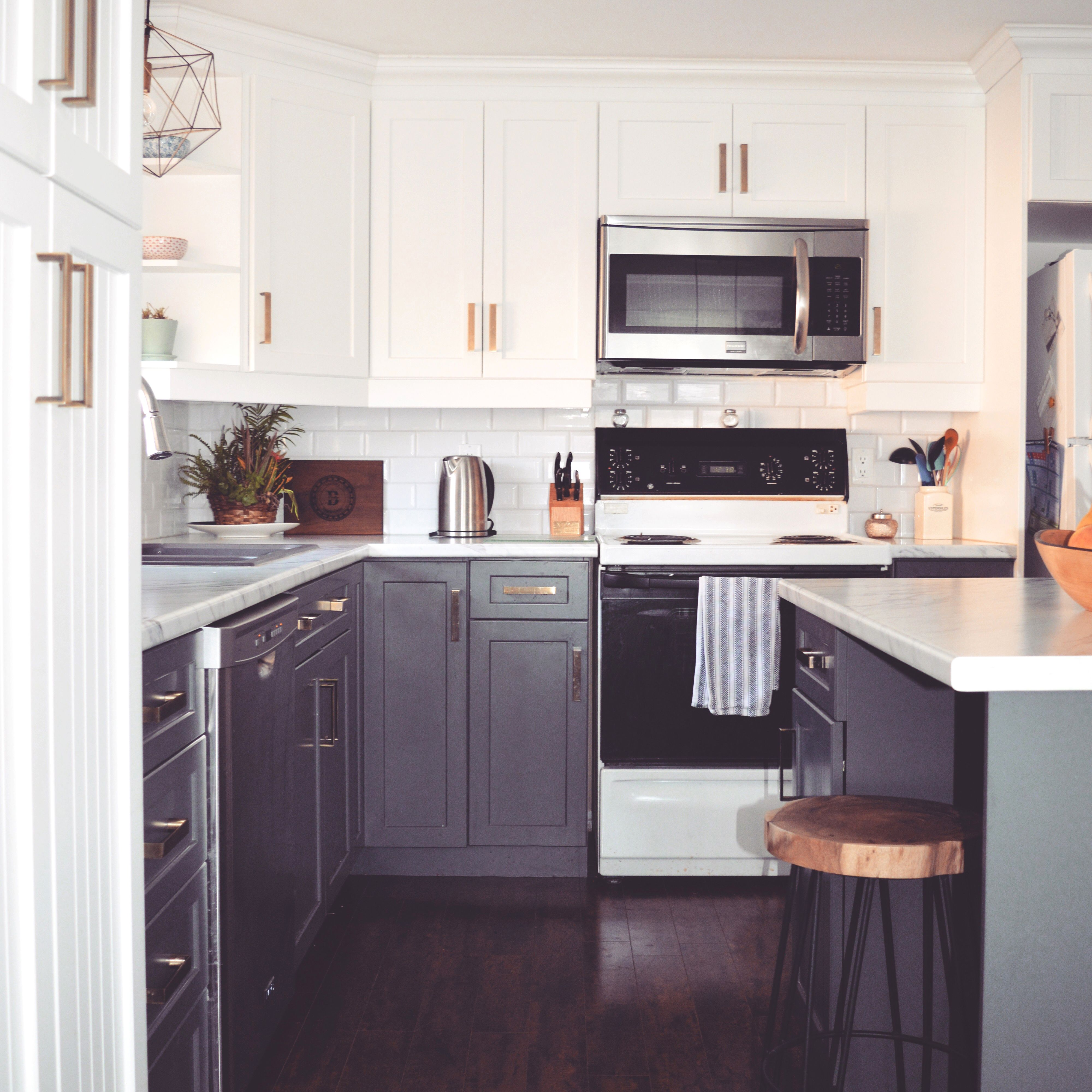 Kitchen renovation top cabinet colour pure white for Best benjamin moore white for kitchen cabinets