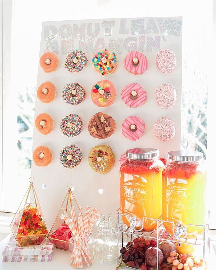 ¡Donut alert! Las redes sociales nos introducen una divertida moda para implementar en cumpleaños, casamientos y grandes reuniones.