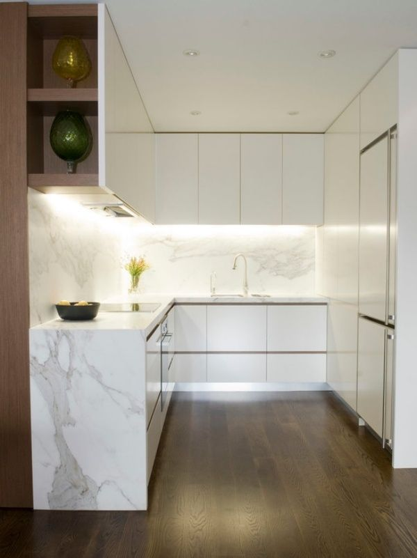 Kompakte Kleinkuche Weiss Marmor Arbeitsplatte Beleuchtung Eingebaut