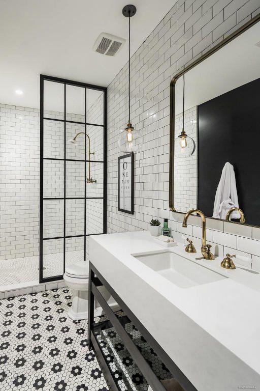 2017 N 1st Avenue Phoenix Az 85003 In 2020 Modern Farmhouse Bathroom White Bathroom Designs White Subway Tile Bathroom