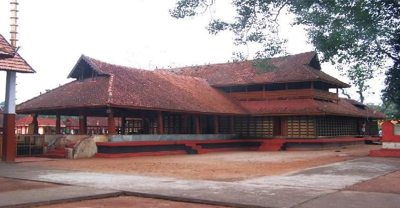 Mullakkal Rajeshwari Temple, a standout amongst the most acclaimed sanctuaries of the area is placed in the heart of Alappuzha city. Devoted to the goddess Rajeshwari, this sanctuary is gone to by an expansive number of lovers.