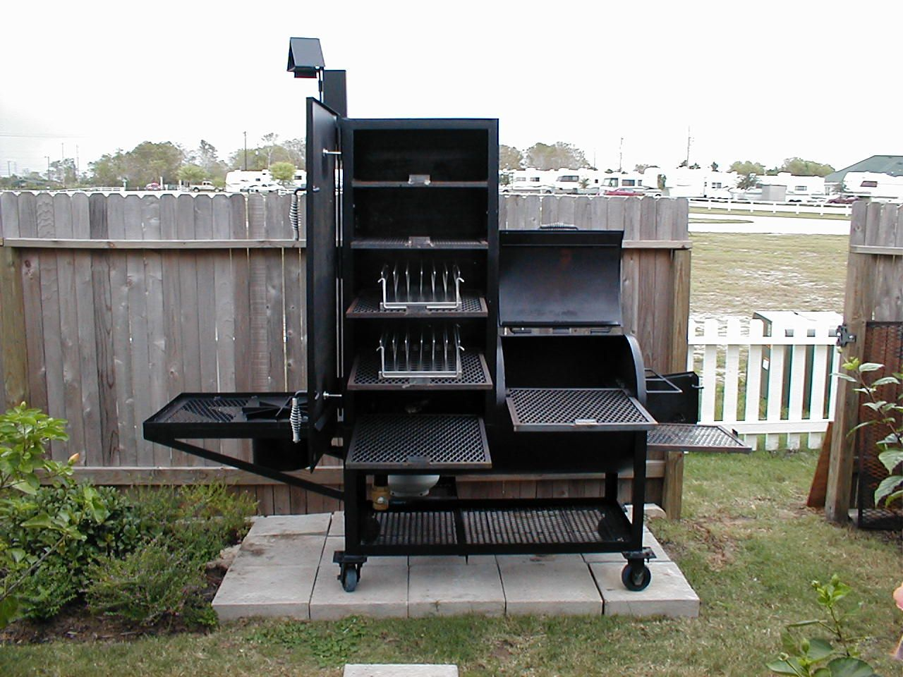 Außenküche Mit Smoker : Image detail for gator pit of texas upright water smoker and