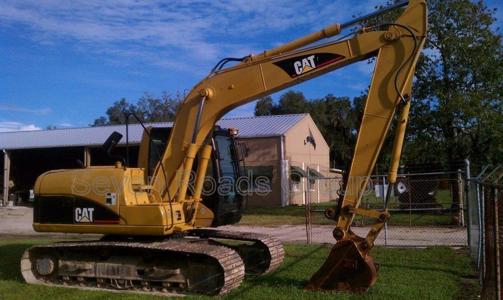 2006 CAT 320CL Located at Miami, FL Caterpillar