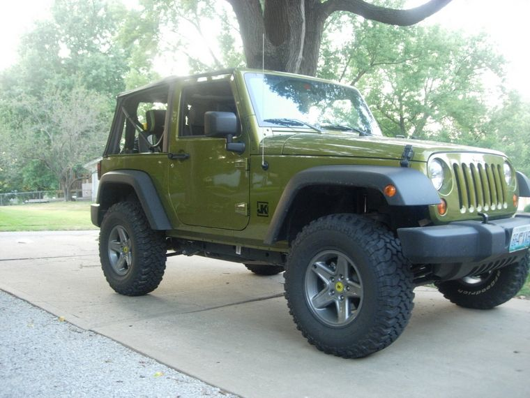 Pin By Jamie Lux On Things I 3 Green Jeep Car Car Buying