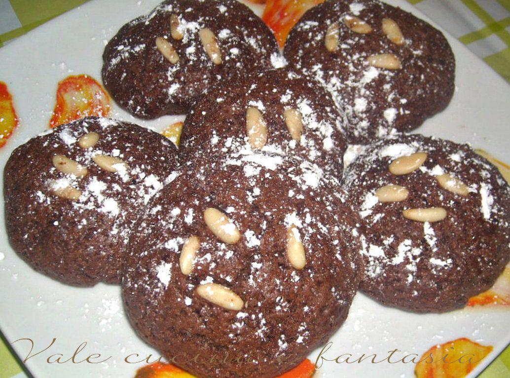 biscotti al cioccolato e pinoli