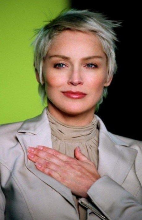 Coiffure cheveux gris femme https//tendancescoiffure