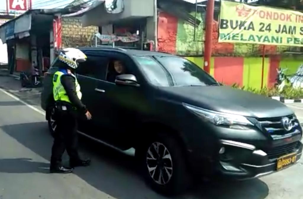 Suara Bogor Shared Langkah Ipda Danny Berhentikan Mobil Berplat Dinas Polri Diapresiasi Kendaraan Toyota Humas