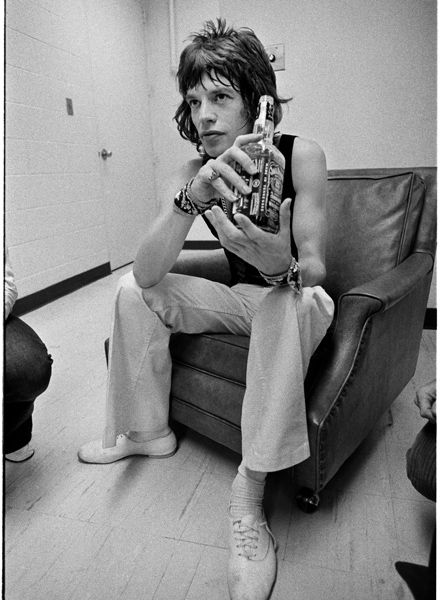 """Mick'n'Jack. Rock critic Robert Christgau wrote that during the tour Jagger was in a playful mood: """"undercut[ting] his fabled demonism by playing the clown, the village idiot, the marionette."""" 1972. . ♥ #RollingStones #KeithRichards #BrianJOnes #RonnieWood #CharlieWatts #MickJagger"""