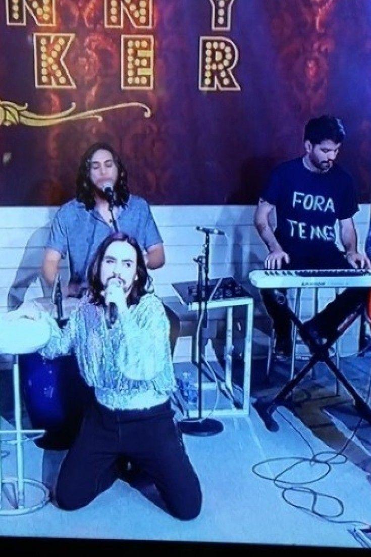 Filmes Sobre Musicos with regard to músicos de johnny hooker fazem protesto ao vivo contra michel