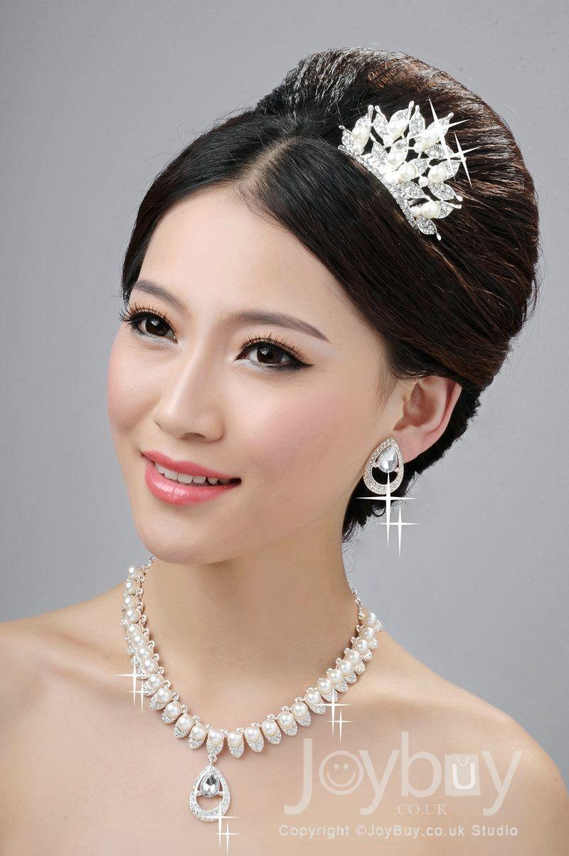 designer bridal hair accessories with pearl neckline£33.99 | wedding