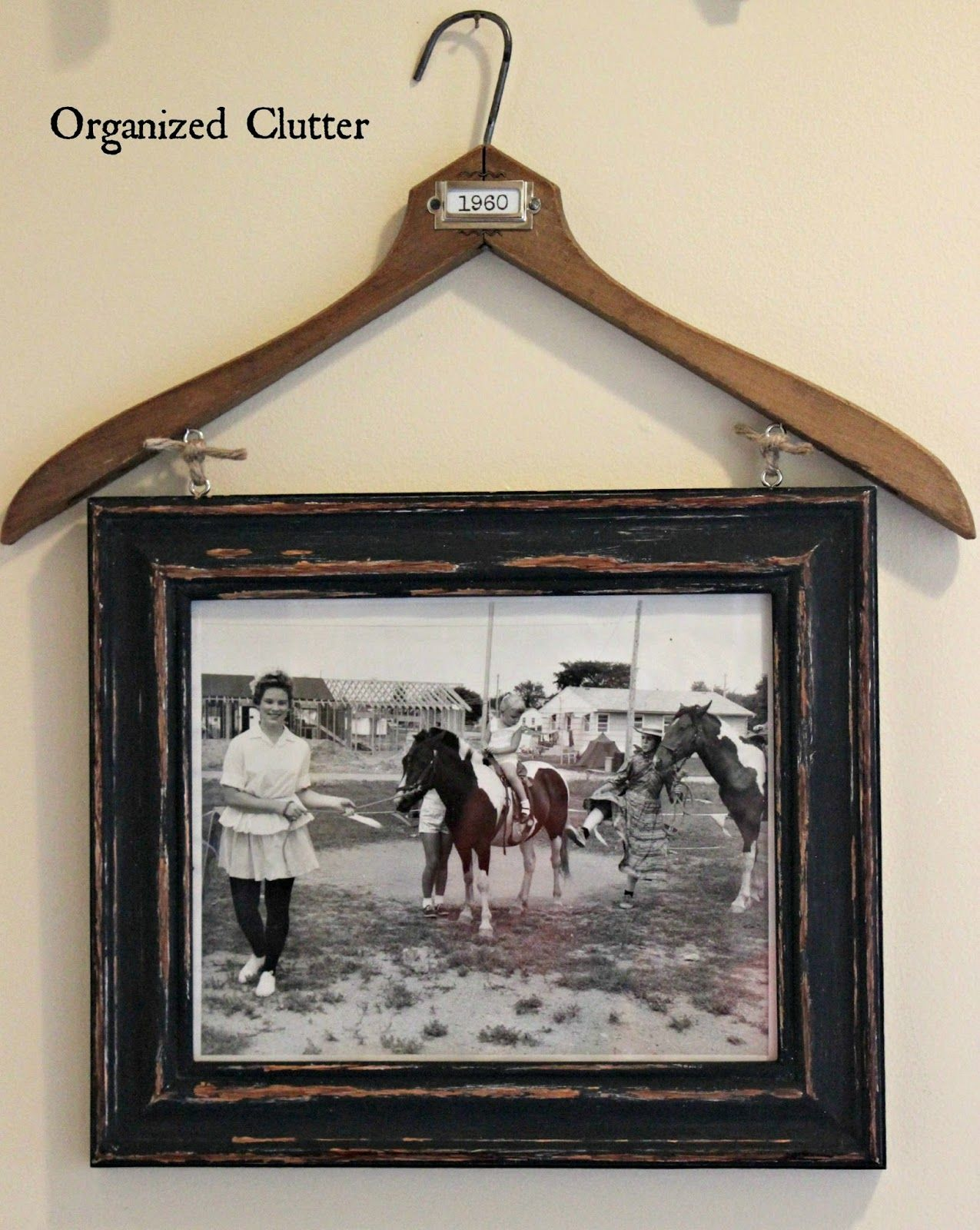 Vintage Clothes Hanger Re Purpose With Images Picture Frame