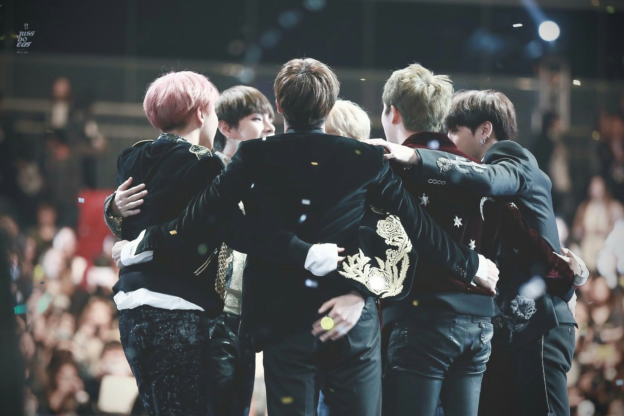 BTS at MAMA 2016 (161202) The group hugs! The tears