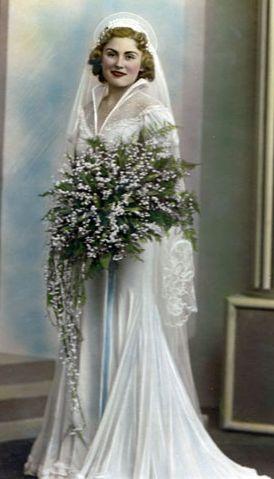 Bouquet Sposa Anni 30.1930s Bride With Huge Lotv Bouquet Abiti Da Sposa Spose Sposa