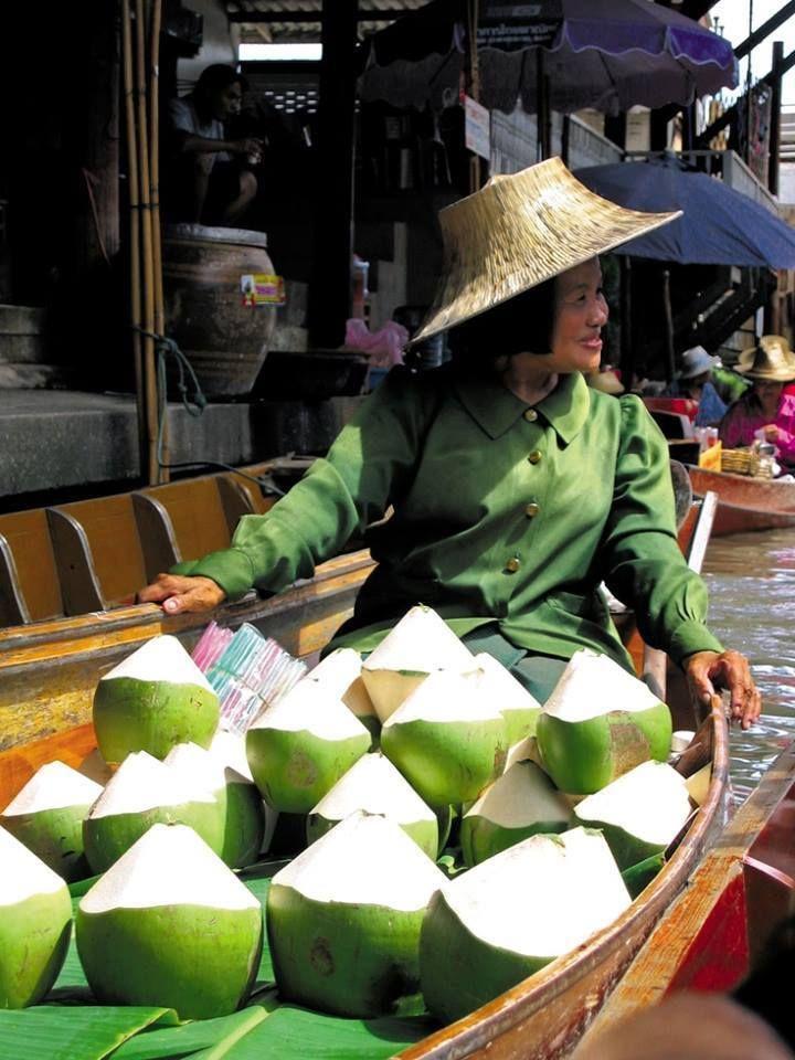 how to get to floating markets from ho chi minh