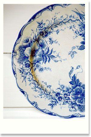 gorgeous blue floral plate makes my heart flutter - imagine an entire set, I'd go into cardiac arrest!