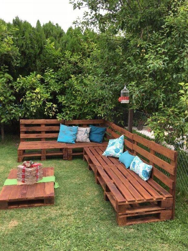 garden-couch-with-palletsjpg (615×820) Pale Pinterest - jardines con bancas