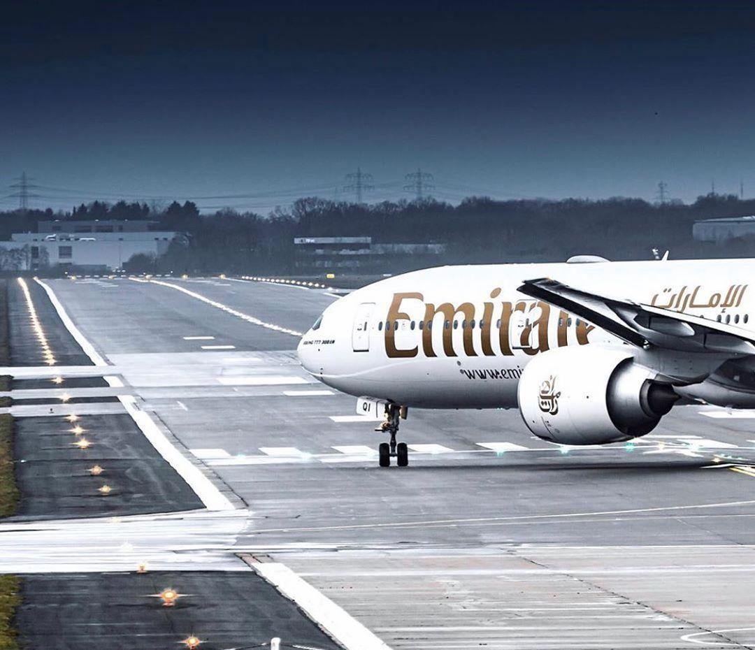 Boeing Airplane Airport Aircraft Runway Emirates Emiratescabincrew Emiratesairline Aircraft Boeing 777 Aeroplane