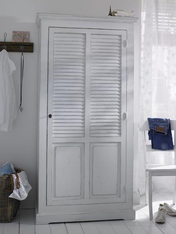Kleiderschrank Mit Lamellentüren dieser kleiderschrank aus massiver kiefer besticht durch seine
