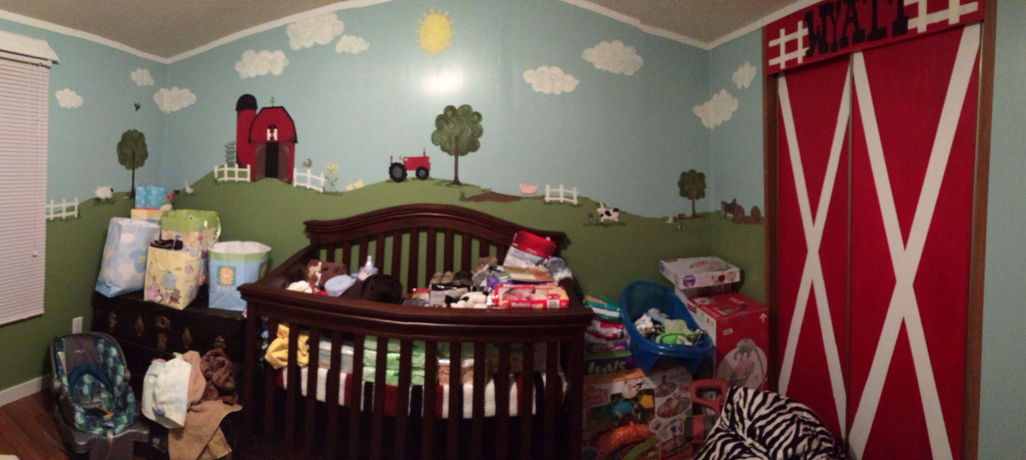 Farm theme room, all finished with all the baby things..