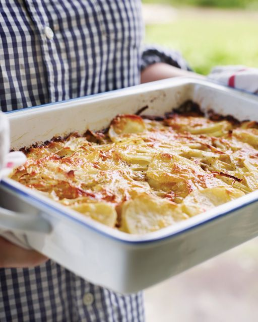 Scalloped Potatoes Gratin with Cheddar and Horseradish