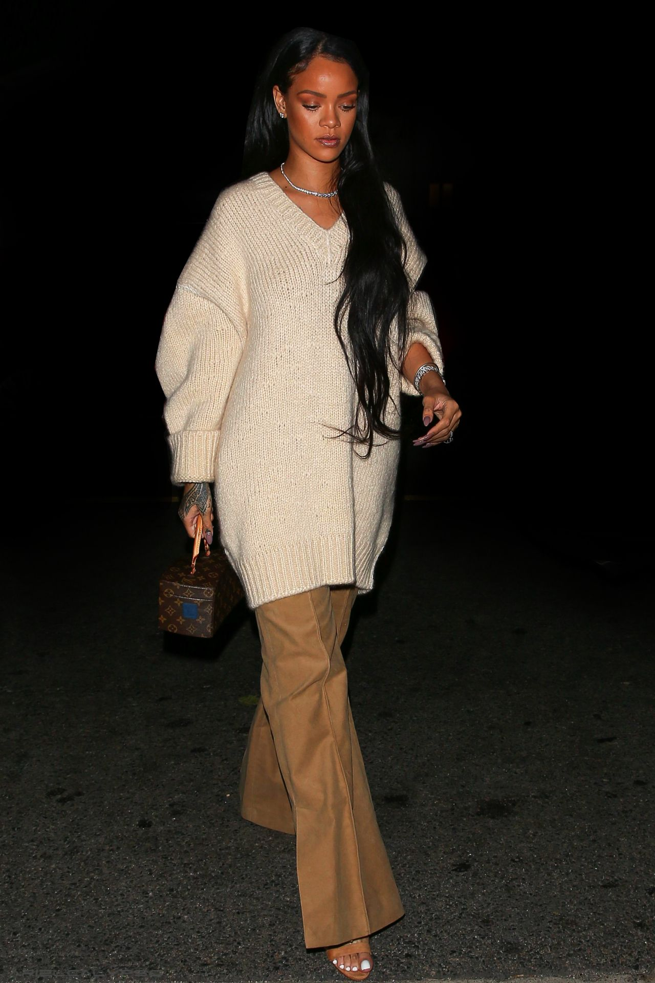 "1ce6fe49cae7 Rihanna at ""Giorgio Baldi"" restaurant in Los Angeles. (14th September 2016)"