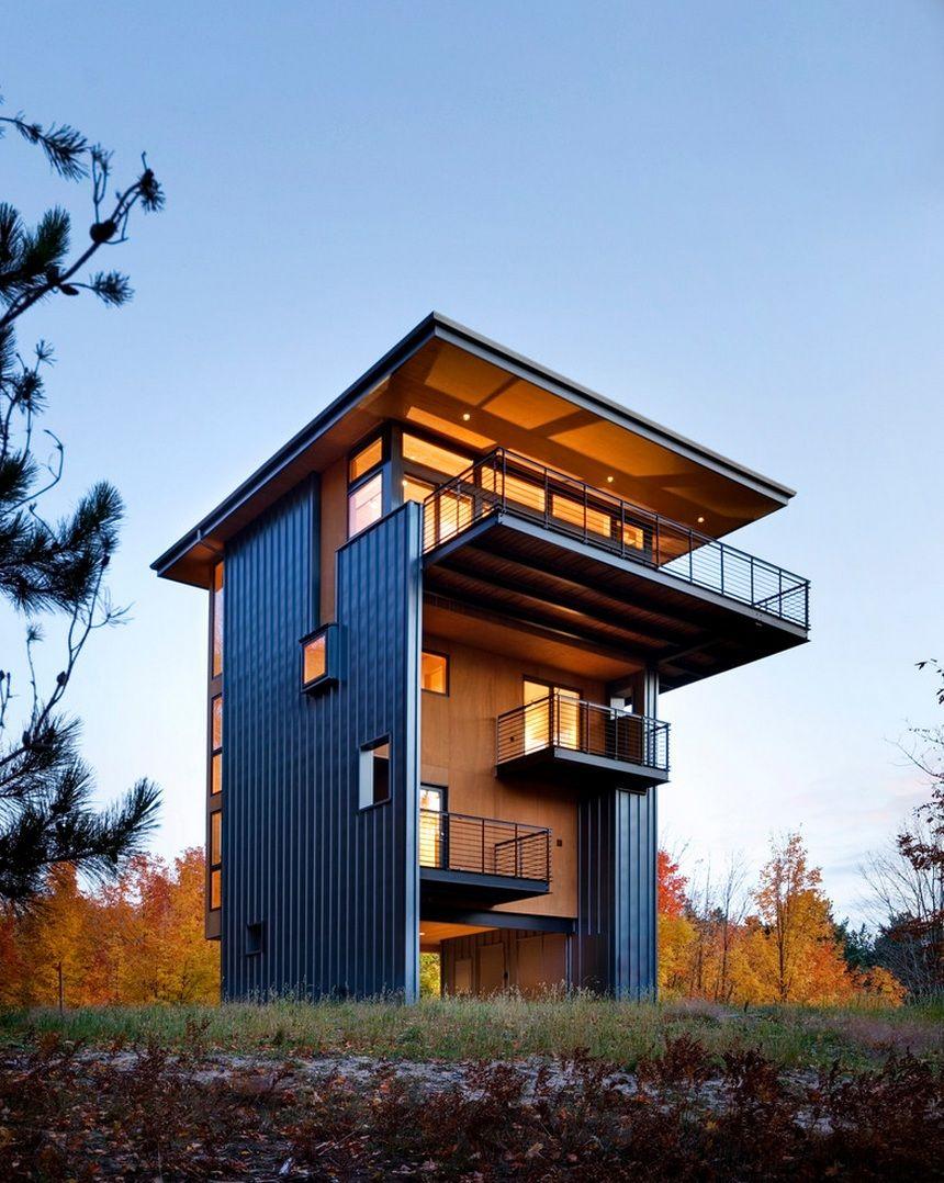 Mitten im wald turmartige struktur bietet eine for Modernes waldhaus