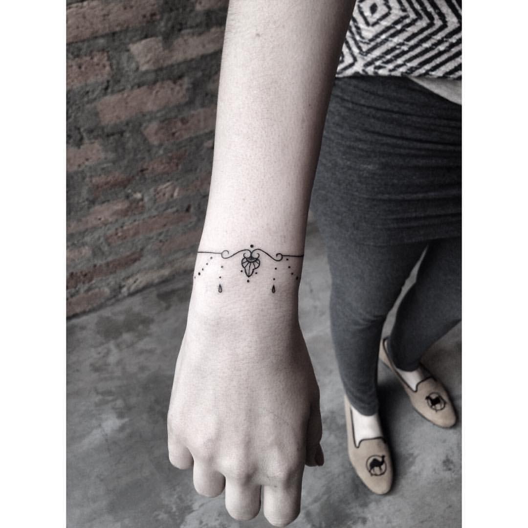 """Pink Becker no Instagram: """"• TATTOO INK • Rua: Joaquim Floriano, 302 - Itaim Bibi Fone: (11) 2592-0292 São Paulo- Brasil contatopinkbecker@gmail.com#astattooistas #tatuagensfemininas #tatuadorasdaatualidade #estudiotattooink #tattoo2me #tattrx #fineline #bishoprotary #tattoo #inkedmag #tattoogirl #tattoocomamor #pinkbecker"""""""