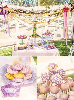 cintas y pompones rosas para decorar una mesa de dulces