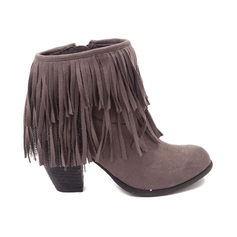You Ll Be Runway Ready With The Strut Worthy Auriga Fringe Boot From Not Rated The Fashionable Auriga Fringe Boot Flaunt Trendy Block Heels Boots Fringe Boots