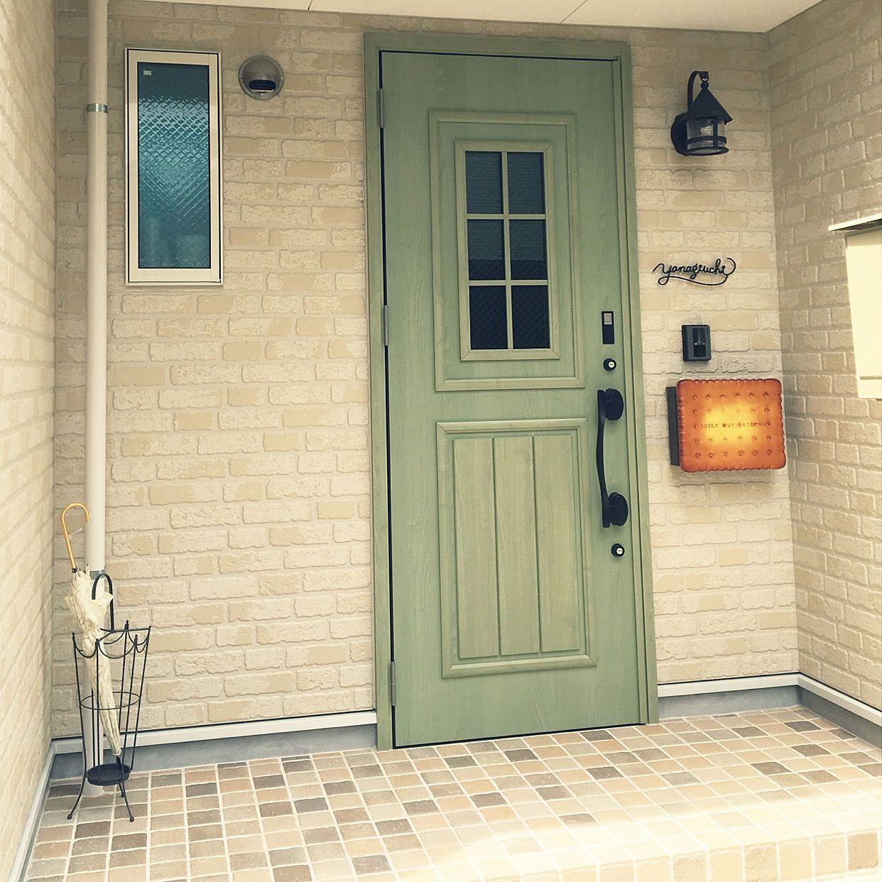 玄関 入り口 ビスケットポスト リクシルの玄関ドア 緑ドア ナチュラル