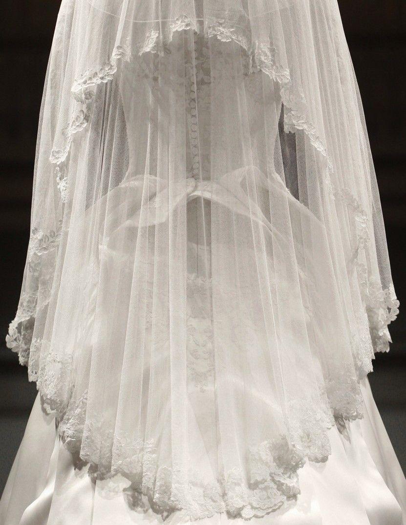 Sarah burton wedding dress  Detail of Kate Middletonus Wedding dress by Sarah Burton for