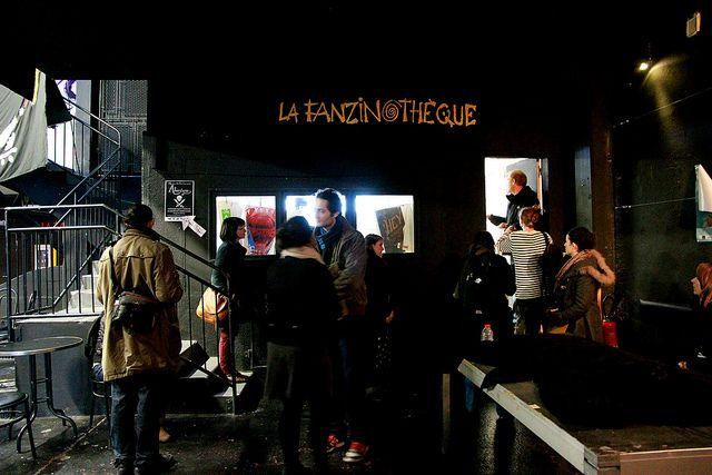 La Fanzinothèque. Poitiers. Lieu partenaire associé au projet Résidence de création Kom.post Poitiers 2012-2013. Visite de la Fanzinothèque avec les étudiants de l'EESI. 12 novembre 2012.
