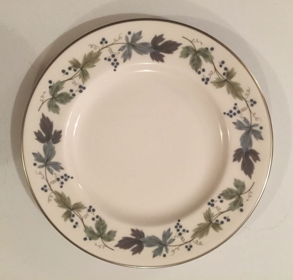 "Royal Doulton ""Burgundy"" Made In England Fine China Dinner Plate 10.5"" #RoyalDoulton"